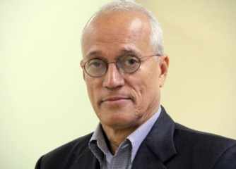 Andres L. Mateo, sin corbata.jpg