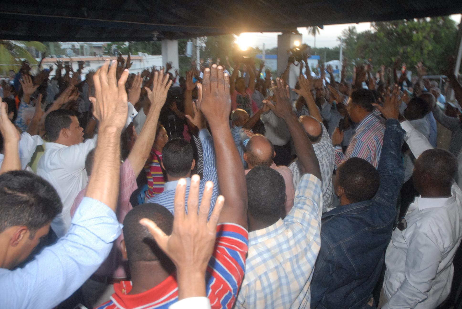 Cientos del PRD se juramentan en PRM
